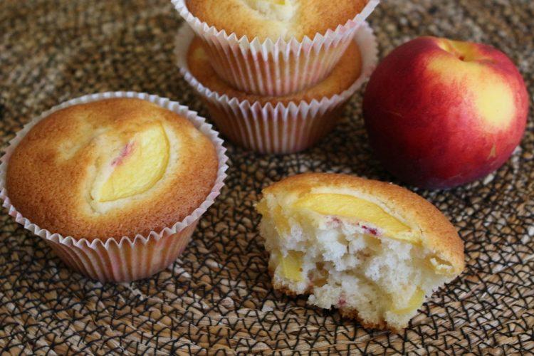 muffin-alla-pesca-con-farina-di-riso